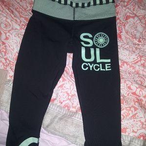 Lululemon soul cycle capris